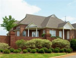 Crowne Pointe apartment in Tuscaloosa, AL