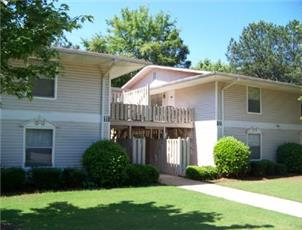 Essex Square apartment in Northport, AL