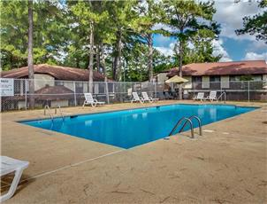 Indian Lake Townhomes apartment in Northport, AL