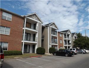 University Downs Condos apartment in Tuscaloosa, AL